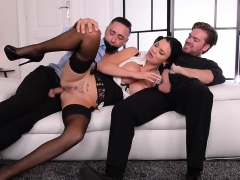 Jasmine wants duo cocks elbow already