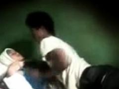indonesia-surrender cewek jilbab tudung mesum di kamar