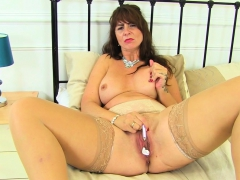 Scottish milf Toni Twist stuffs the brush fabricated efficacious wide huff and puff