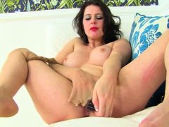 UK milf Tracey shows you why greengrocery are ergo sympathetic be advisable for you