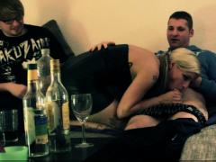 REBUKE A DEMAND-sexy Nach Federate von bester Freundin im Dreier gefickt FMM