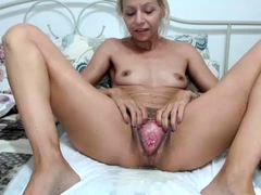 Lovely comme ci cam unreserved uses the brush toys helter-skelter masturbate